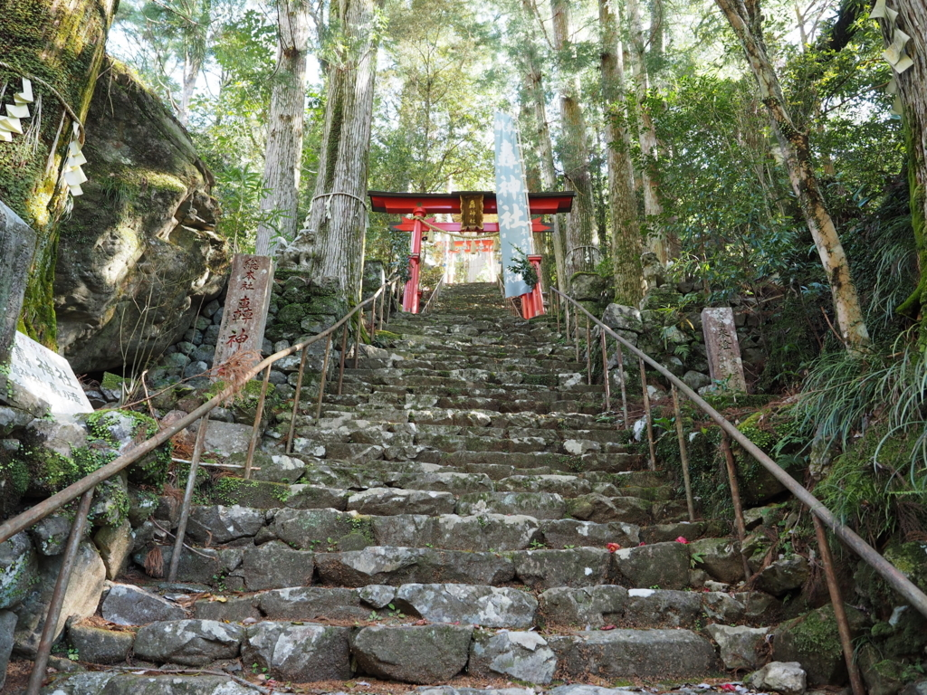 轟九十九滝 竜王寺と轟神社を繋ぐ石段