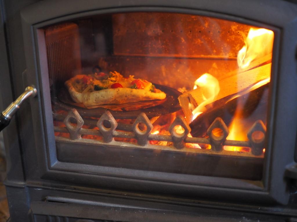 カフェブロンプトンデポ 暖炉でのピザ焼き