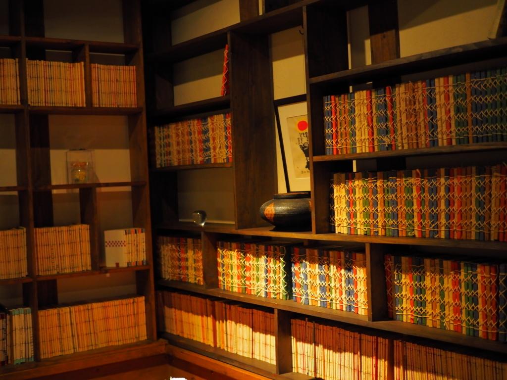 茶果房 林檎の樹 本棚が可愛い