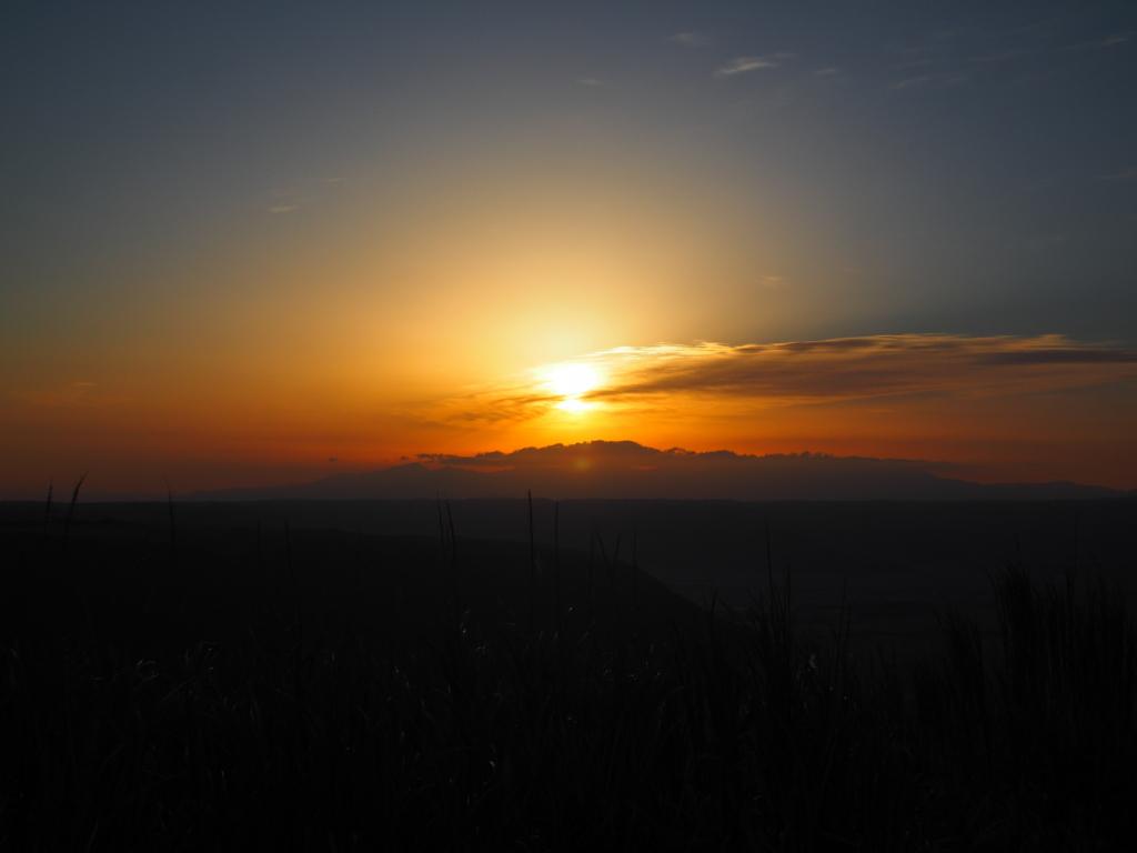 阿蘇 大観峰 雲の巻き付く朝日