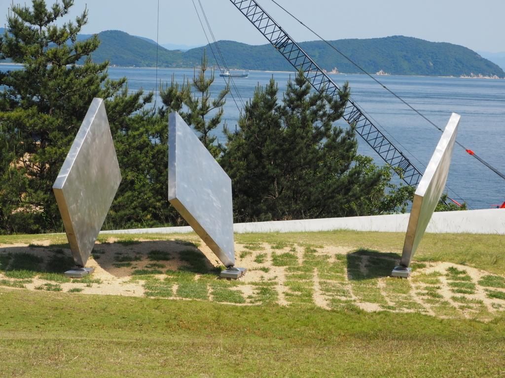 ジョージリッキー作『三枚の正方形』