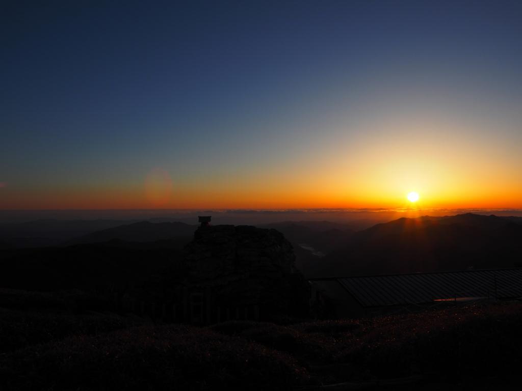 剣山ナイトハイク 山頂 御来光と雲海