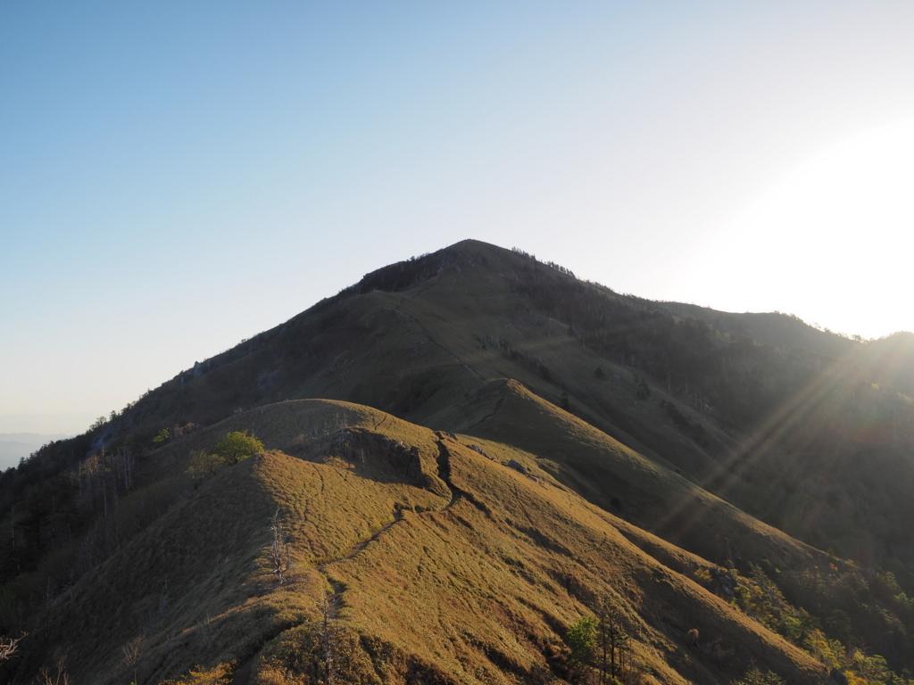 剣山ナイトハイク 山頂 朝焼けの剣山