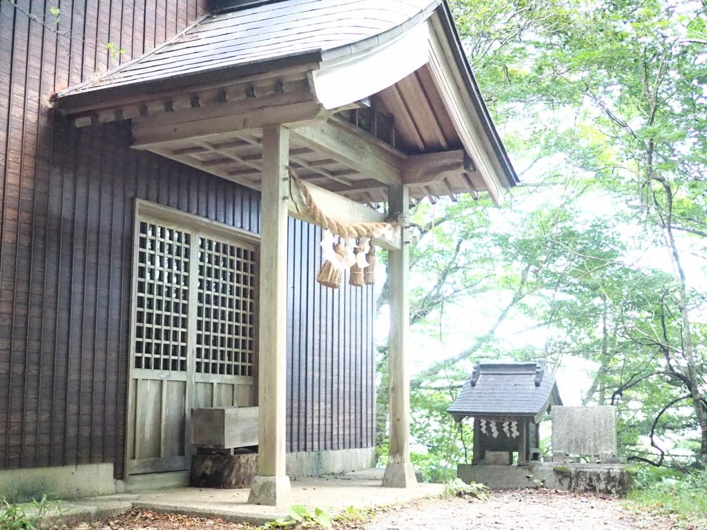 剣山の登山道途中の神社