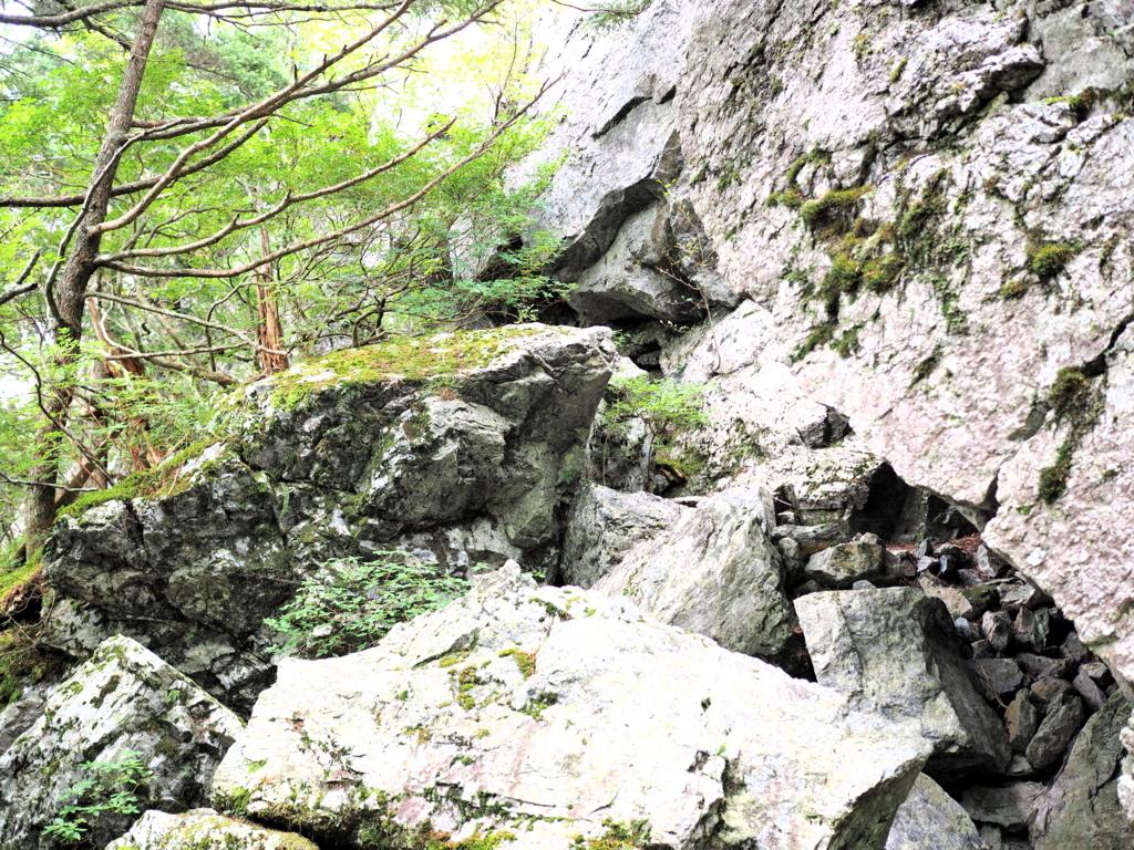 剣山登山 大きな岩