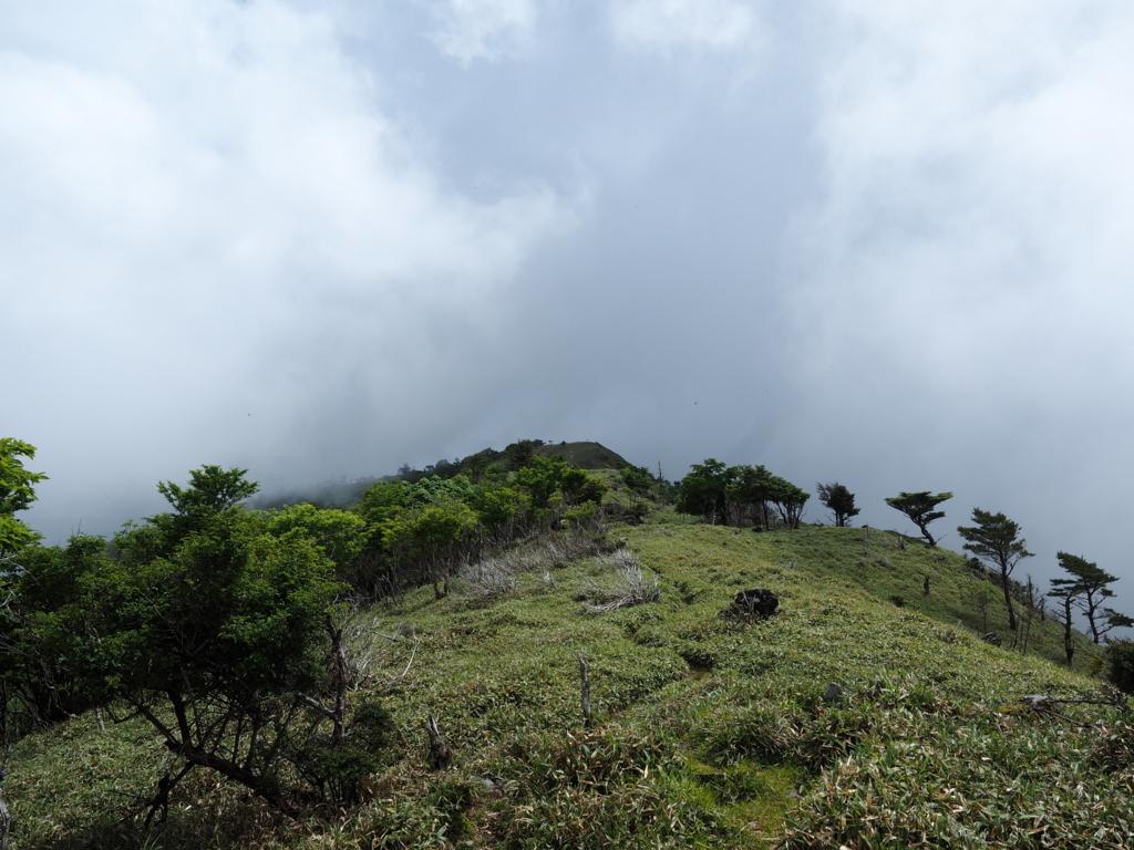 赤帽子山への道