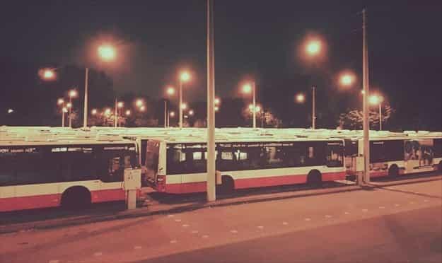 深夜高速バスで交通費を浮かせる