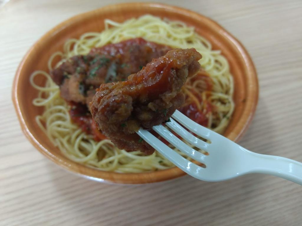 スパイスチキンのトマトソースパスタのフライドチキン