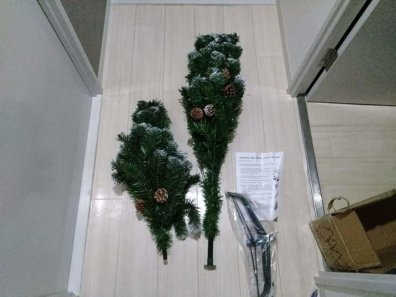 取り出したクリスマスツリーのパーツ