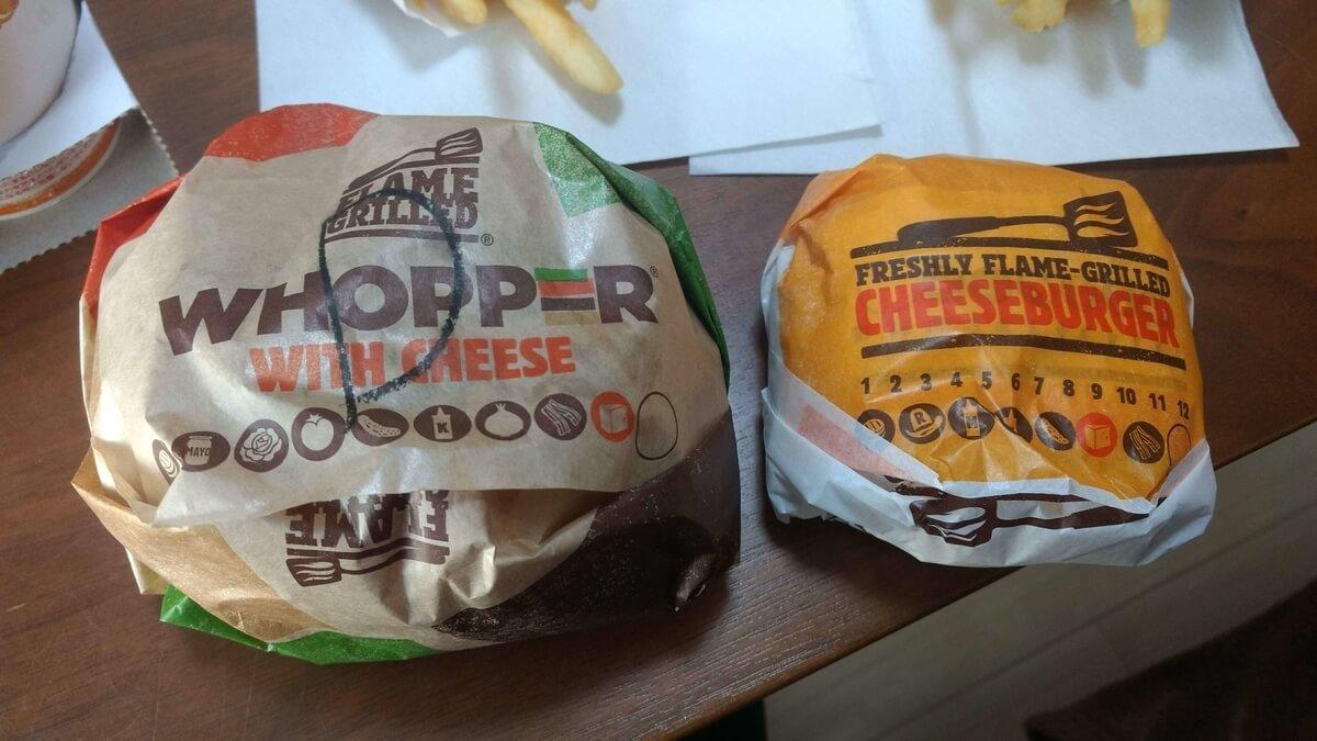 デラックスチキンワッパーとチーズワッパーのサイズ比較