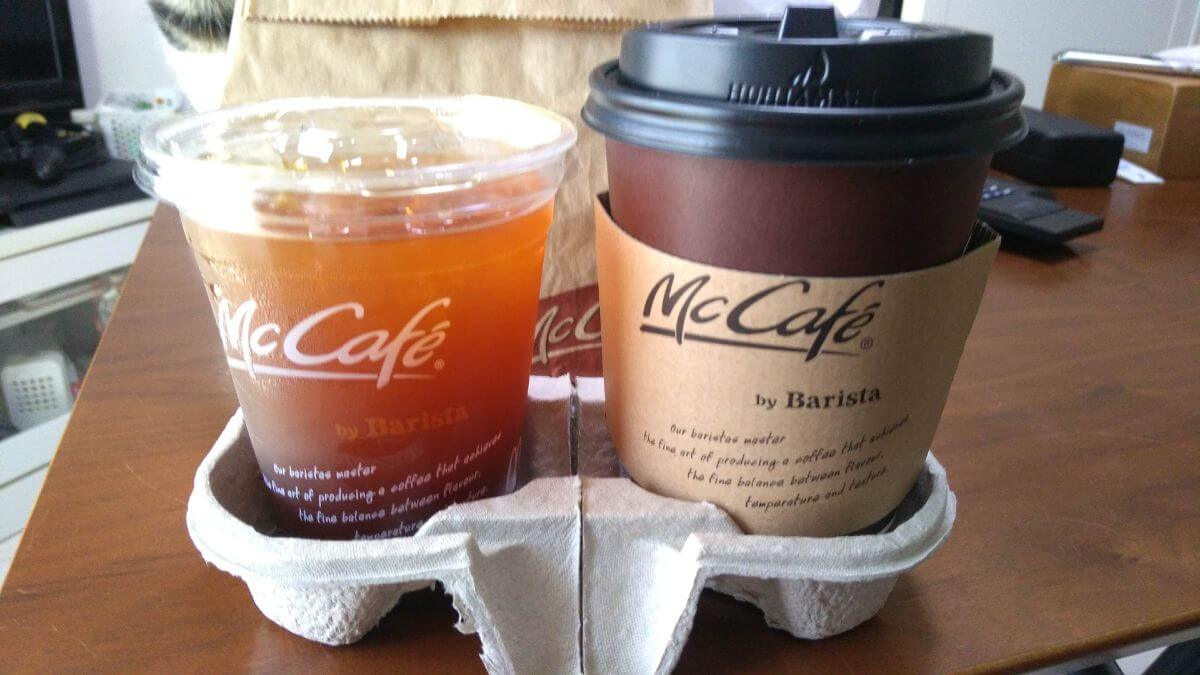 マックカフェバイバリスタのアイスコーヒーとホットカフェラテ
