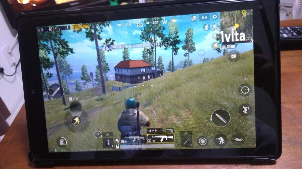 AmazonタブレットFire HD 10でAndroidゲームアプリPUBG Mobileをプレイしている写真