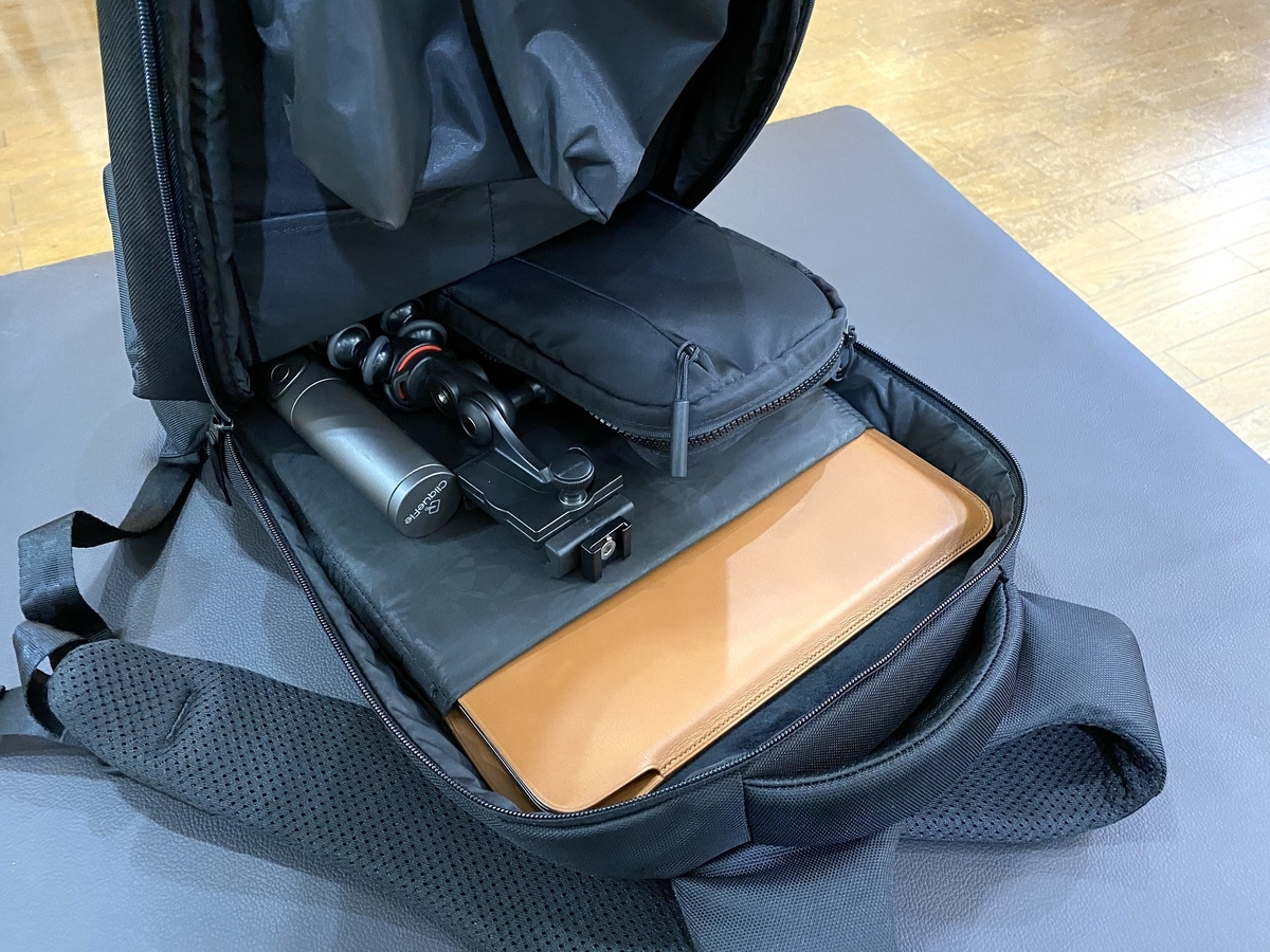 Incase ICON Lite Backpack IIの収納スペースの写真