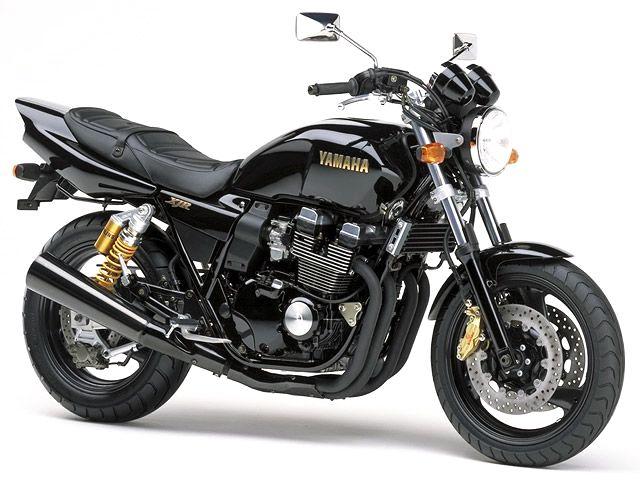 1999年xjr400r新色としてブラックを追加。