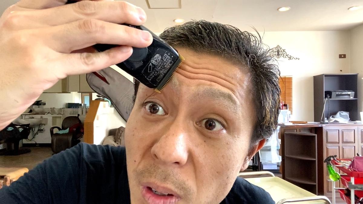 毛流れに逆らいながら丁寧に刈ると刈り残しなく0.8mmで整います!