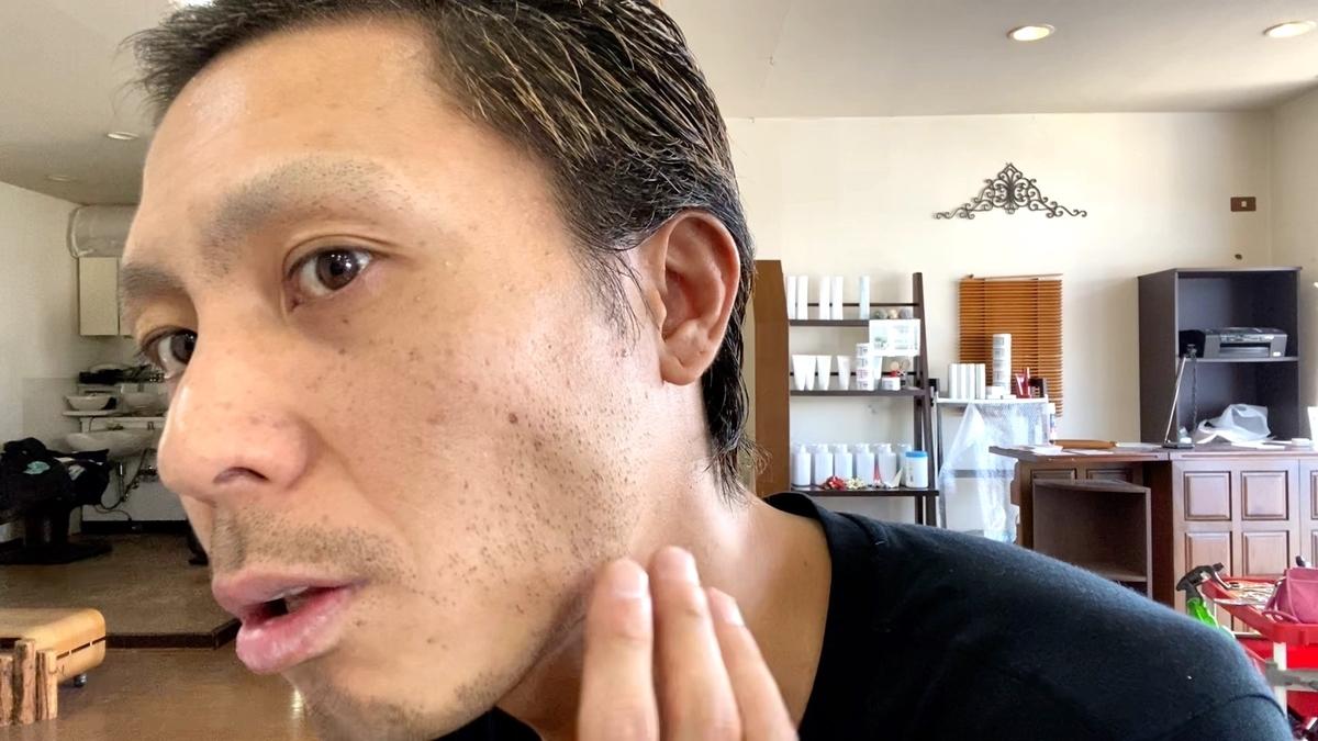 0.8mmバリカンを使って眉毛と髭をガンガン刈った仕上がり