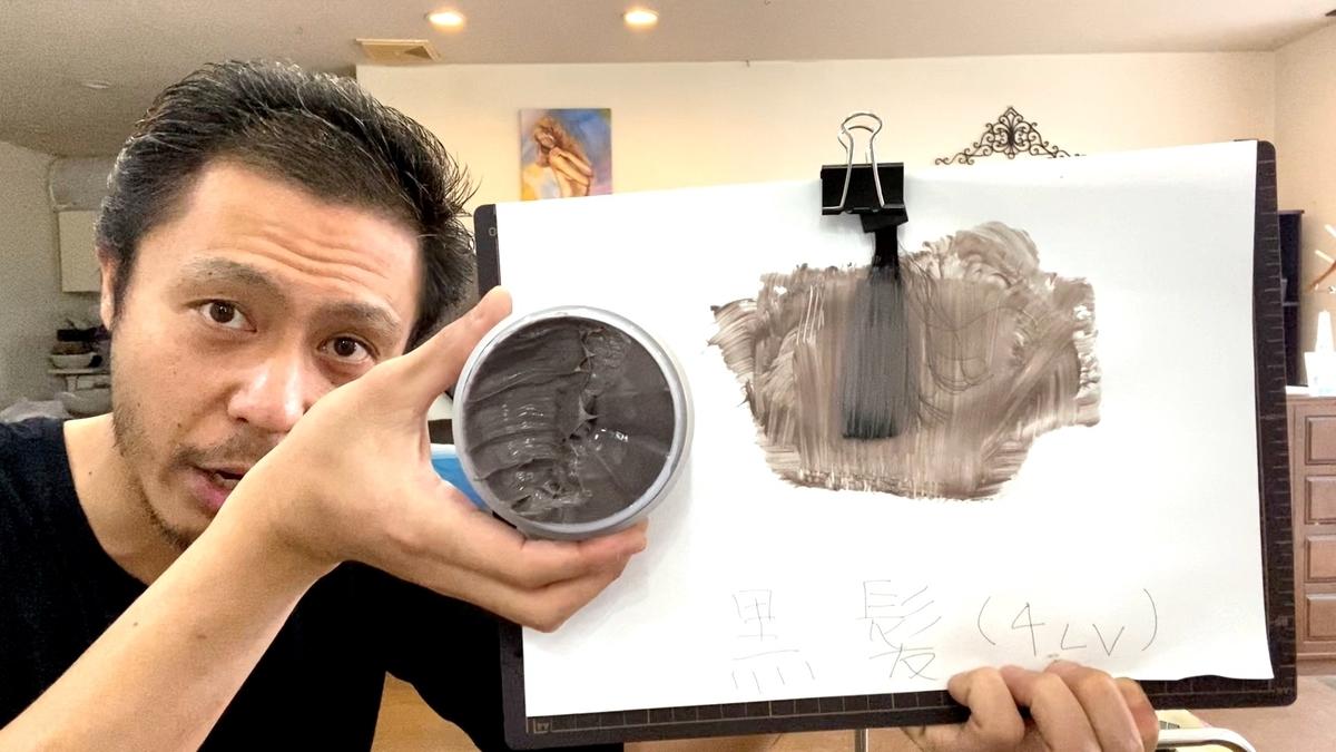 エンシェールズカラーバターのアッシュミルクティーで黒髪に染めていきます。