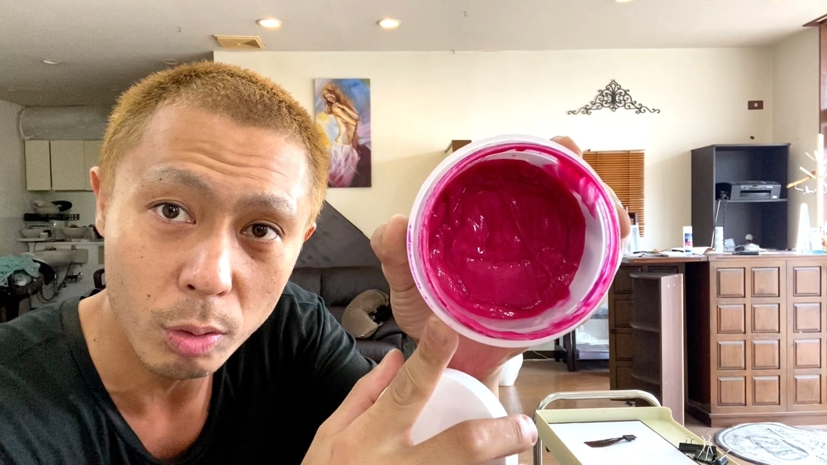 カラーバターのフラッシュピンクで黒髪に染めた仕上がり(ブリーチなし地毛)