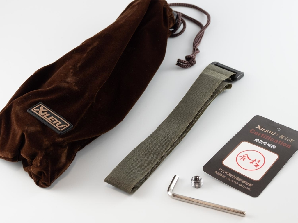 内容物(袋とベロクロ、六角レンチ、ねじ、品質保証カード)