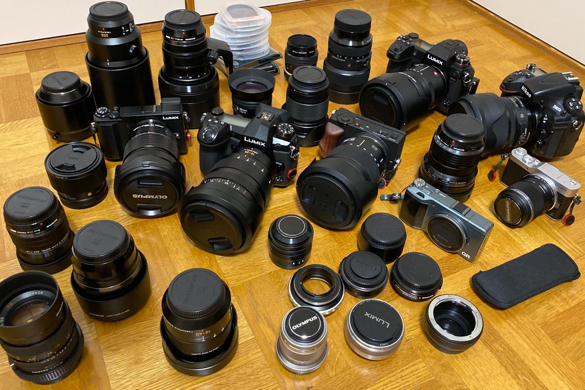 防湿庫から出したカメラとレンズ