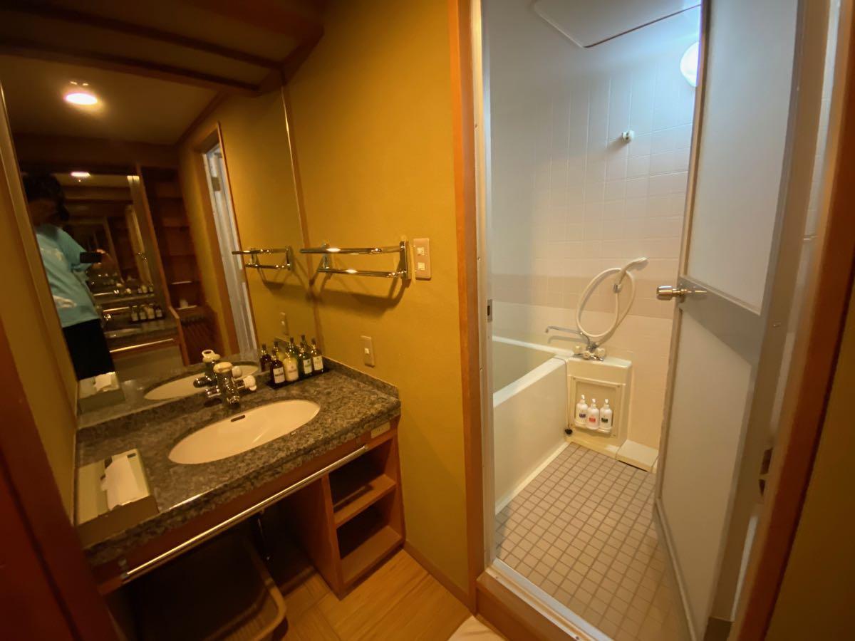風呂と洗面台