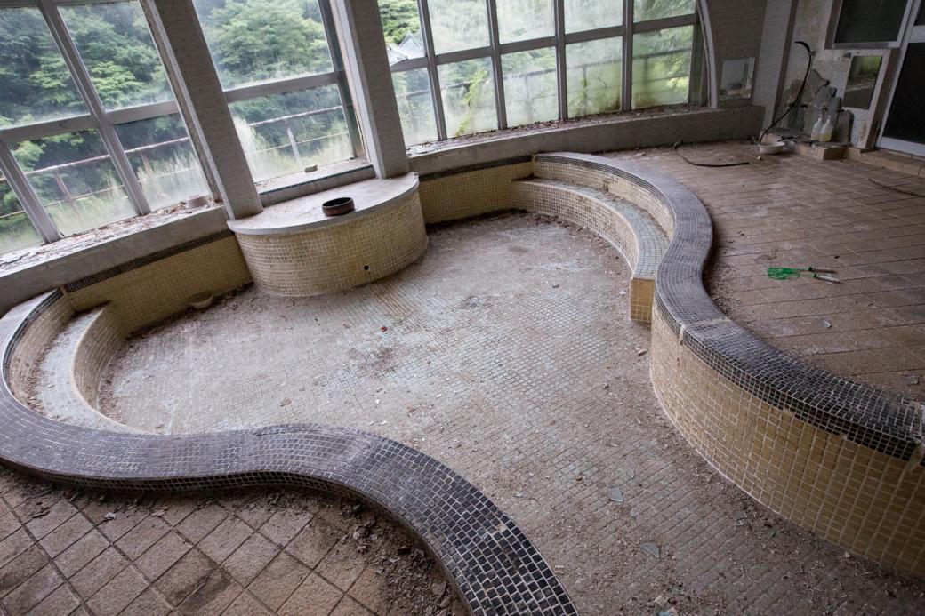 ひょうたん型の浴槽