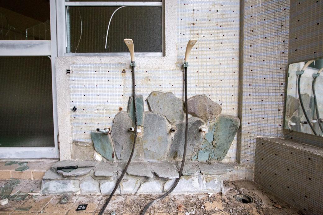 破棄されたシャワー
