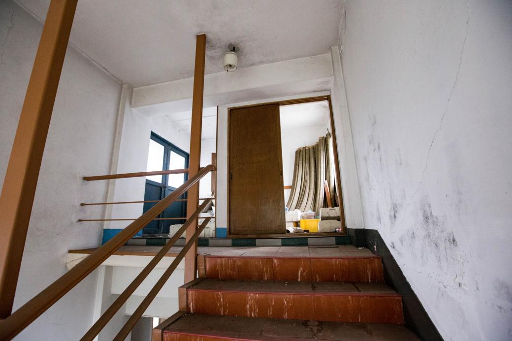 屋上に向かう階段