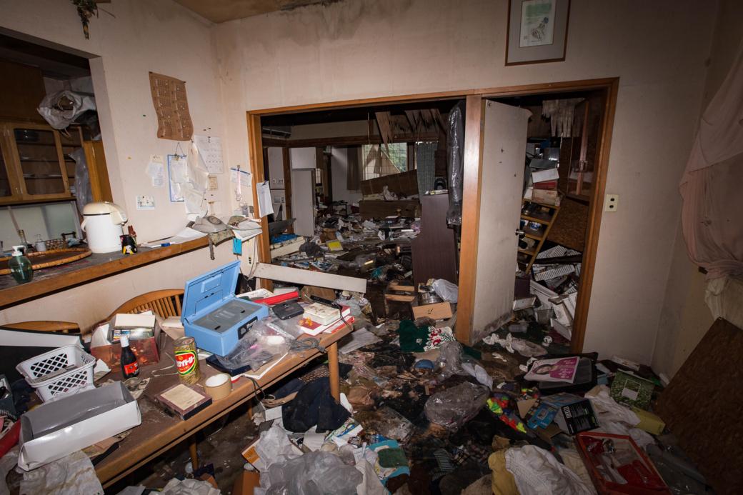 荒らされた部屋