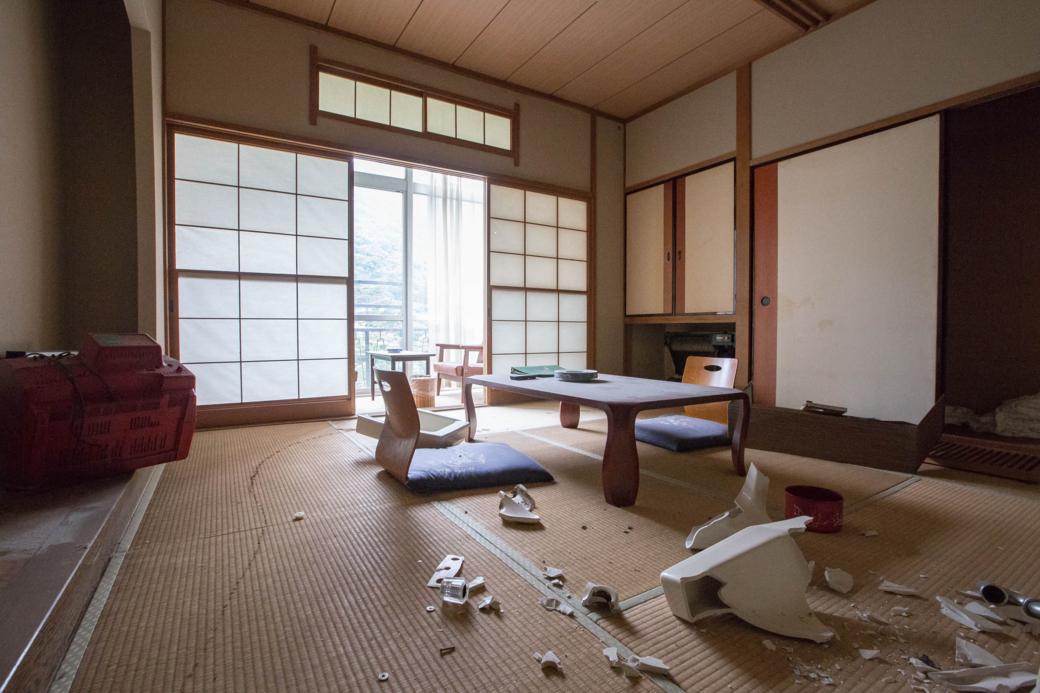 荒らされた客室