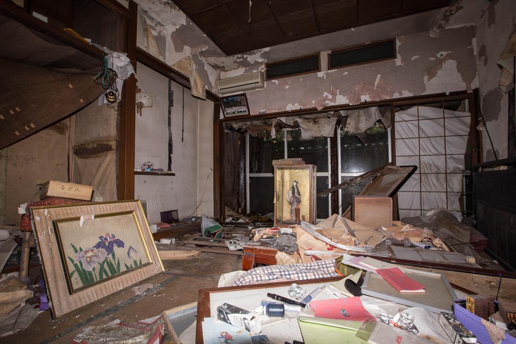 放棄された和室