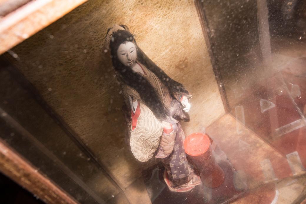 置き去りにされた人形