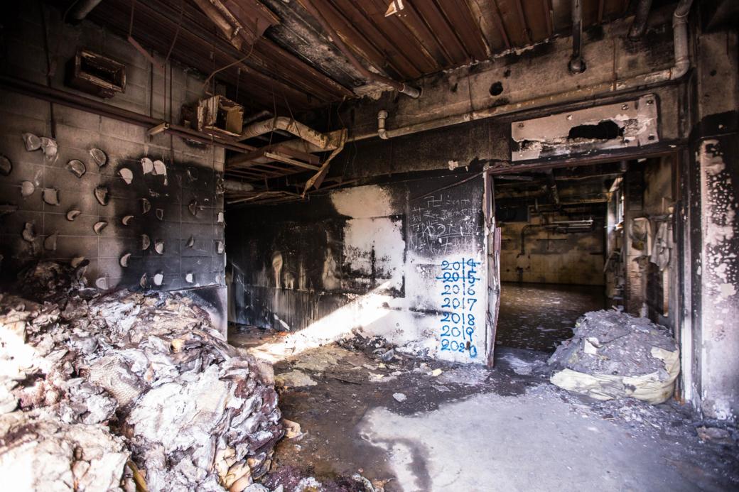 火災の影響がある室内