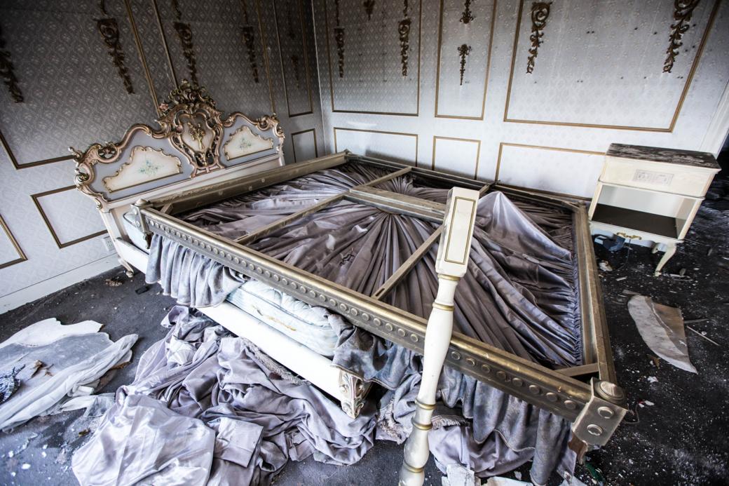 スウィートルームのベッド