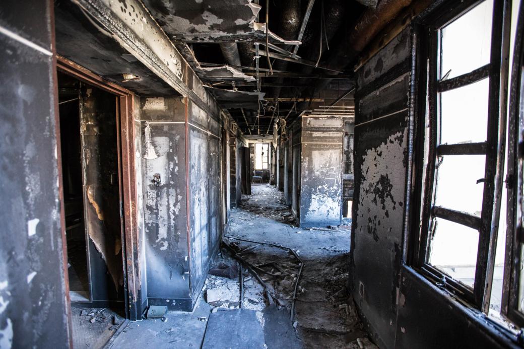 火災現場付近の廊下