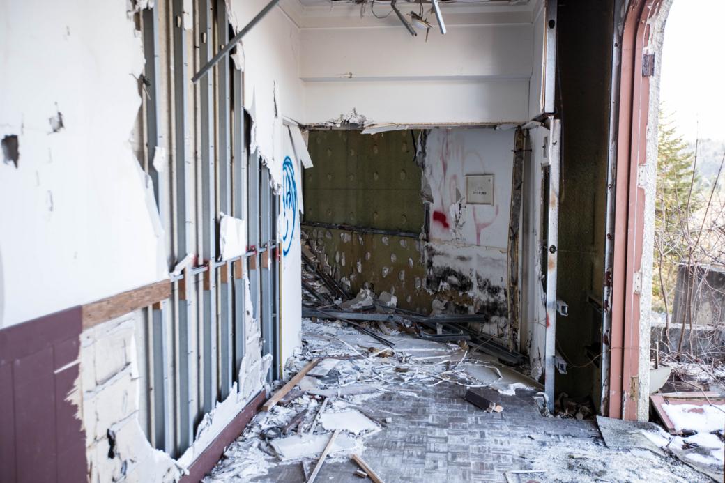 宿泊棟に続く廊下