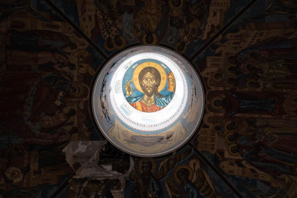天井から覗く壁画