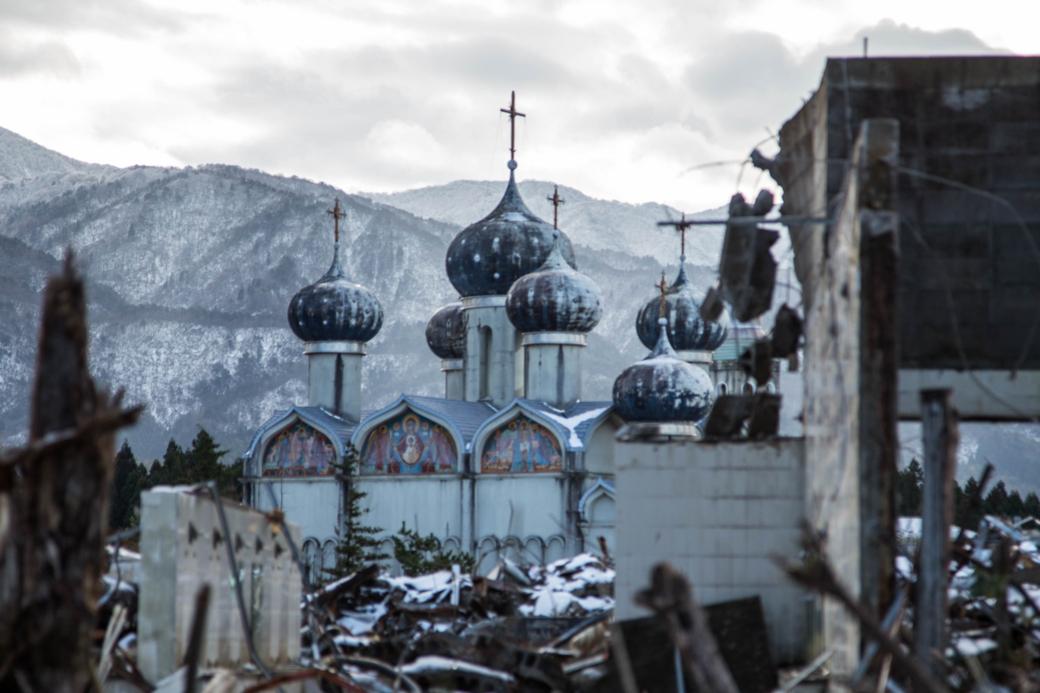 瓦礫群から覗くスーズダリ教会