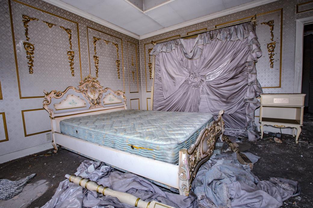 再訪した際に見つけたベッド
