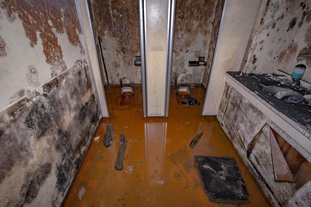 地下室のトイレ