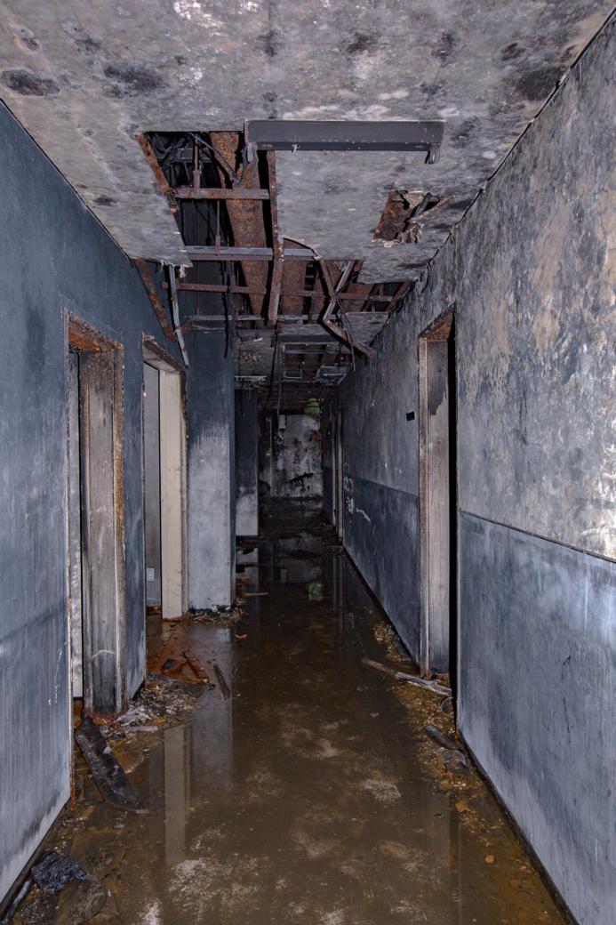 浸水した地下室の廊下