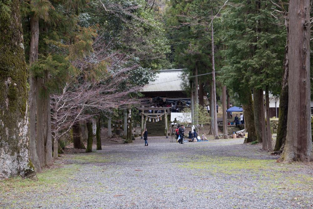 県神社の中