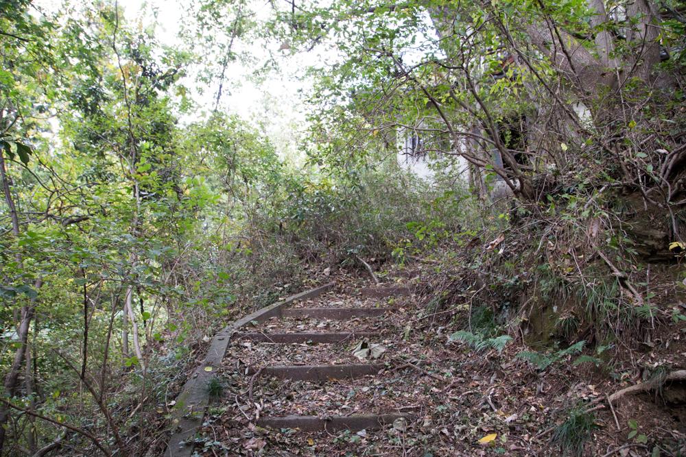 天神山城へ続く階段
