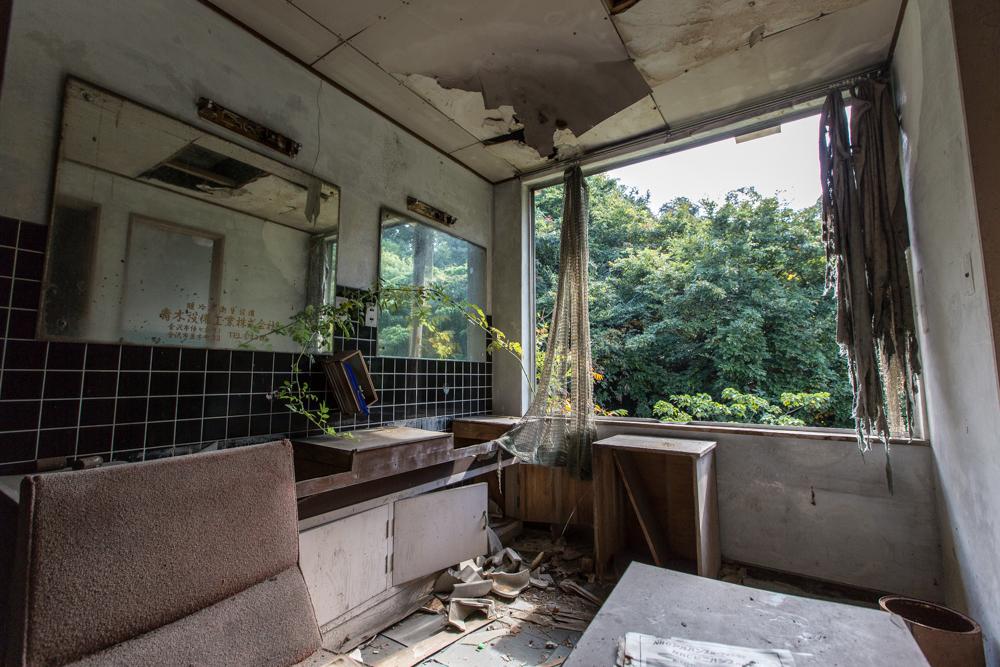 綺麗目に残されたモテル北陸の洗面所