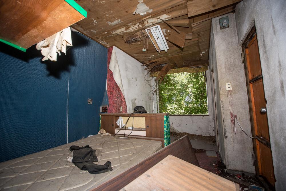 廃墟の客室