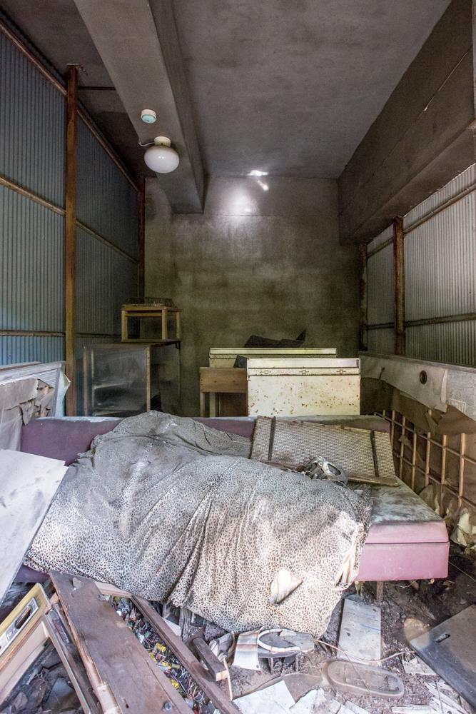 放棄されたガレージ内部
