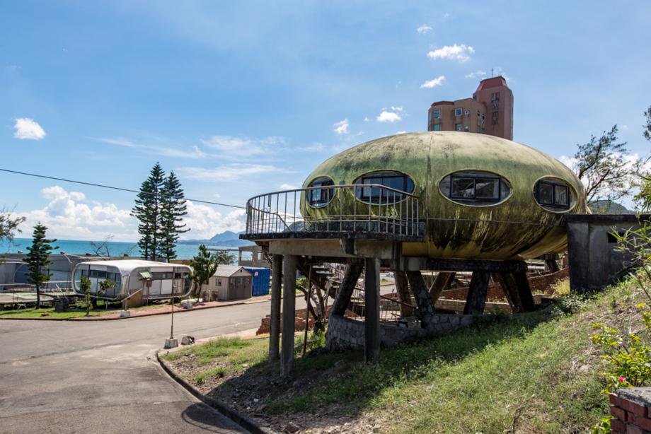 日光路沿いに見えるUFO住宅FUTURO