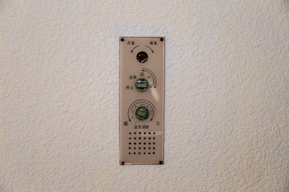 FUTUROに備え付けられていた冷暖房のスイッチ