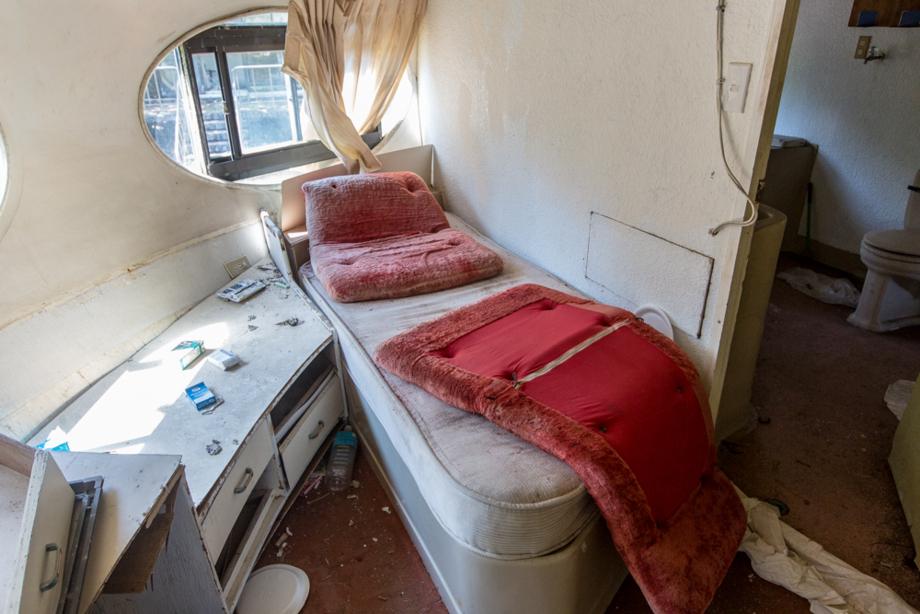 シングルベッドのある部屋