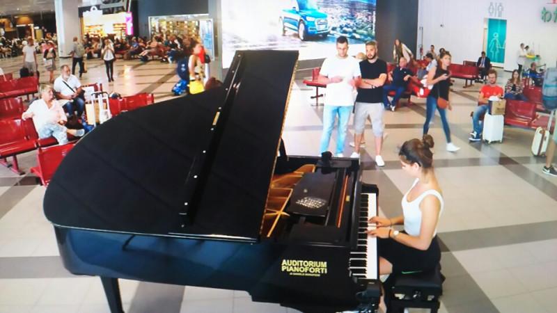 空港 ピアノ